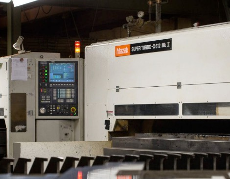 Три CNC линии за газо-пламъчно и плазмено разкрояване с работни размери съответно: